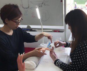 日本ネイリスト協会本部認定講師が少人数制で徹底指導!